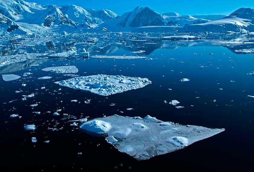 Antarctic Polar Circle - Antarctic Polar Circle<br />in the M/V Greg Mortimer