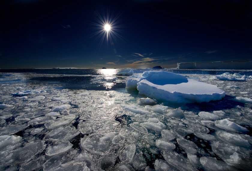 Exclusif Antarctique - Éclipse Solaire Antarctique<br />dans le M/V Plancius
